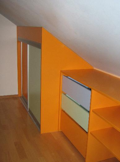 otroška soba v mansardi
