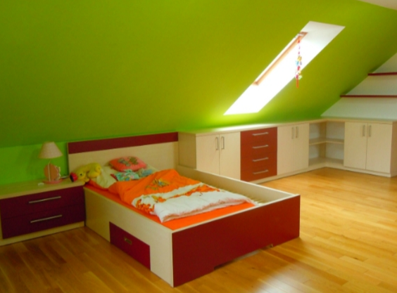 mladinska soba v mansardi