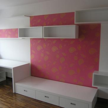 Pisalna miza za otroško sobo – Kaj upoštevati pri opremi pisalnega in delovnega kotička v otroški sobi?