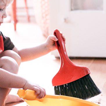 Kako nam pri hišnih opravilih lahko pomagajo otroci?